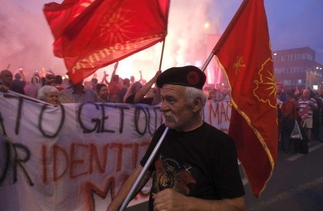 Ponovo kordon pred Sobranjem, novi protest zbog imena