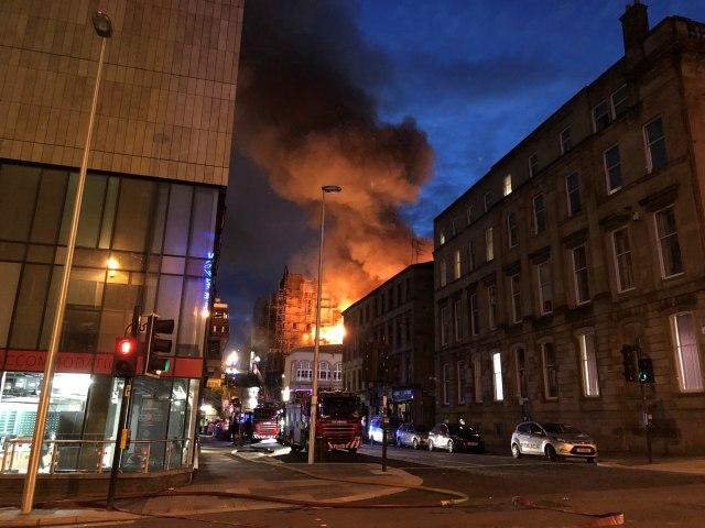 Požar progutao zgradu Univerziteta u Glazgovu VIDEO
