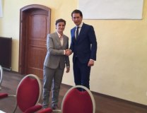 Brnabic is seen with Kurz (Tanjug)