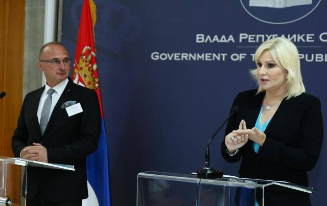 Mihajlovic (R) addresses a news conference with Danube Commission President Gordan Grlic-Radman (Tanjug)