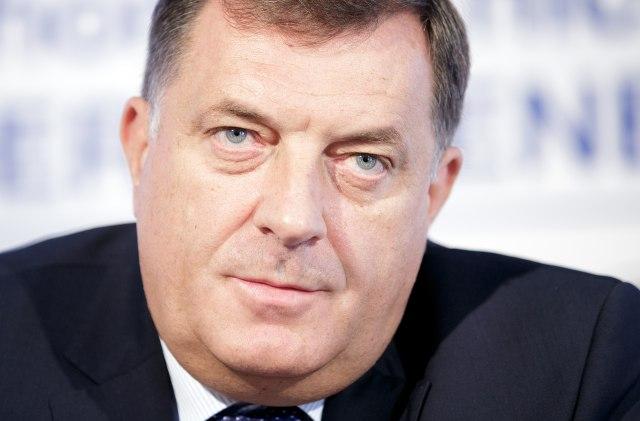 """""""Histerija oko Dana RS potvrđuje upitnost opstanka BiH"""""""