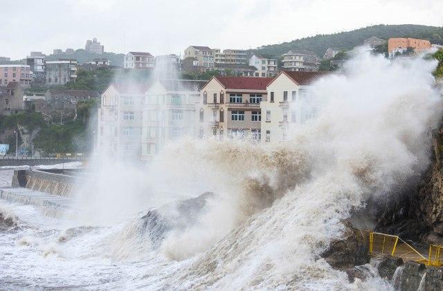 Tajfun hara Tajvanom i Kinom FOTO