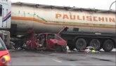 Vozilo se zakucalo u kamion, četvoro povređeno / VIDEO