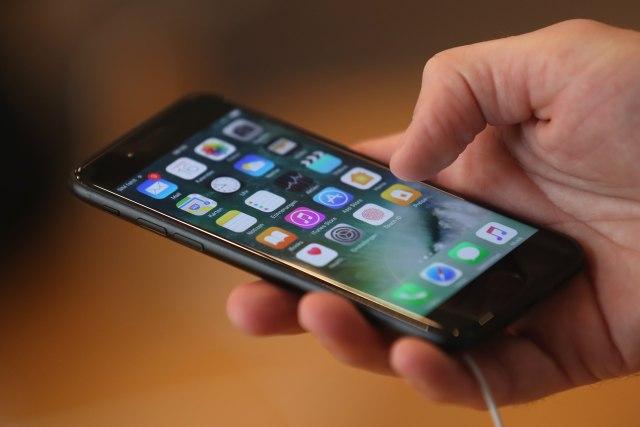 Treba li zabraniti mobilne telefone u školama? VIDEO