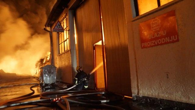 Borba s vatrenom stihijom u Zemunu FOTO