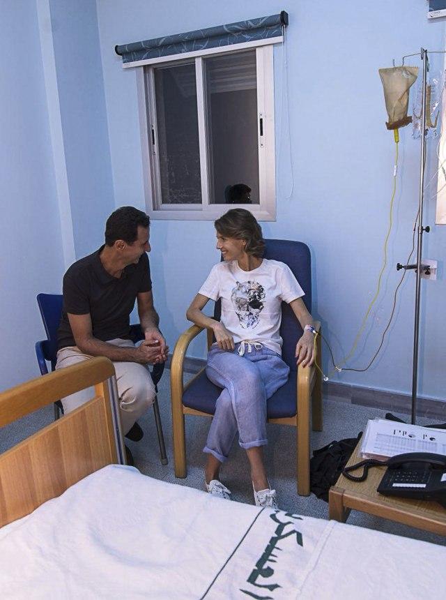 Asad uz suprugu, objavljena fotografija sa hemioterapije