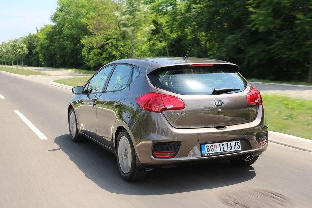 Kia Cee'd 1.4 CVVT: zapremina 1396 ccm; snaga 73 kW (100 KS) pri 6.000 o/min; maks. o. mom. 135 Nm pri 4.000 o/min