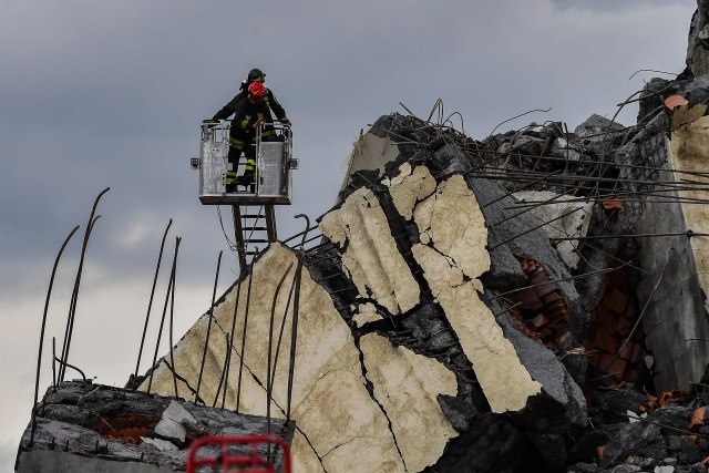 Porastao broj žrtava na 43 u rušenju mosta u Đenovi
