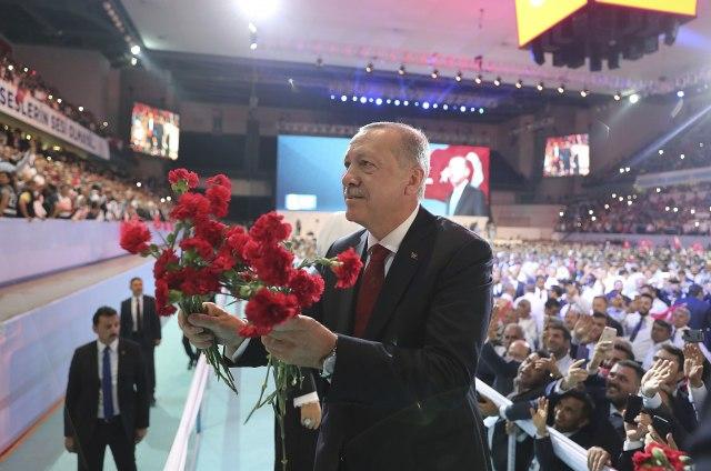 Erdogan jednoglasno reizabran za lidera AKP
