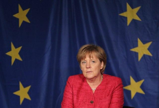 Merkelova: Nemačka želi da VB ostane što bliža EU