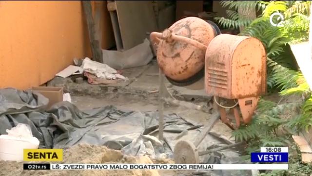 Našao dva tela u dvorištu VIDEO