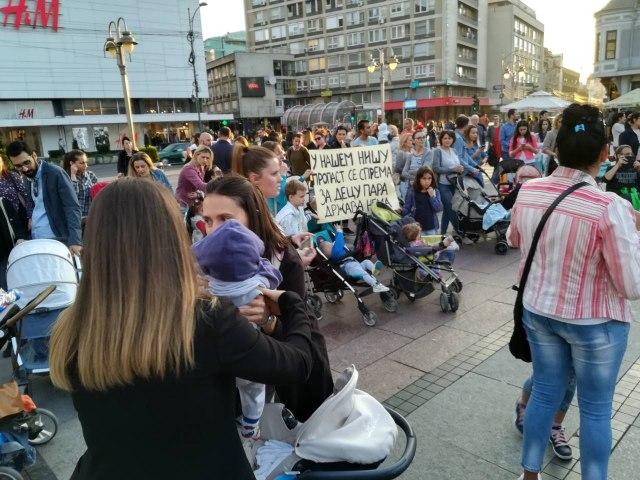 U NIšu održan protest Mame su zakon FOTO