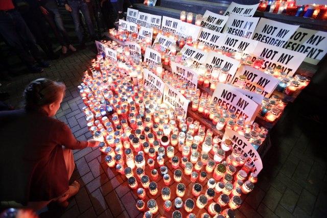 Protest protiv izbora Komšića, građani palili sveće FOTO