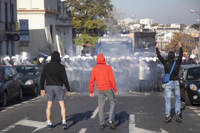 Policija vodenim topovima krčila put Maršu ravnopravnosti