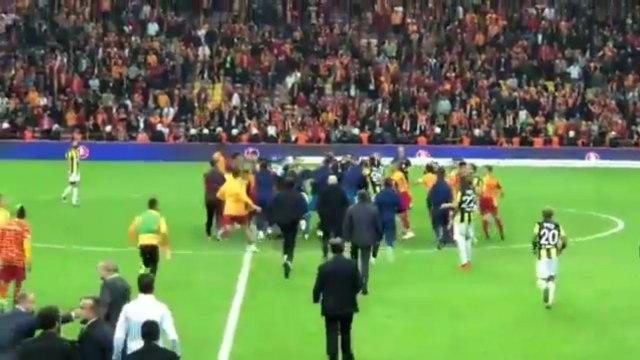 Drakonske kazne za sedmoricu učesnika tuče u istanbulskom derbiju