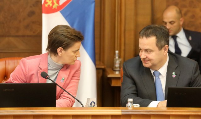 PM Brnabic (L) is seen with her first deputy, and Foreign Minister Ivica Dacic during the cabinet session on Thursday (Tanjug)