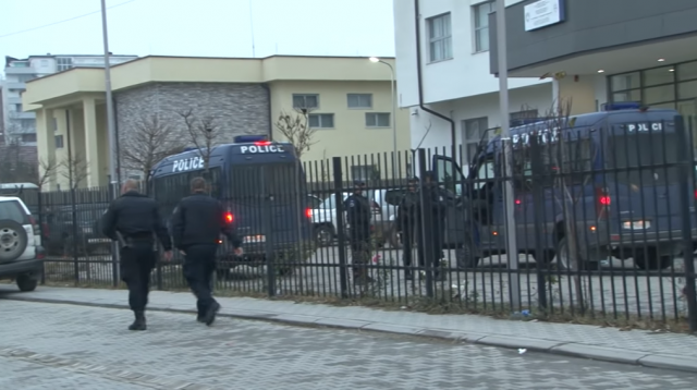 Scenes from K. Mitrovica on Friday morning (screenshot/YouTube/Bota Sot)