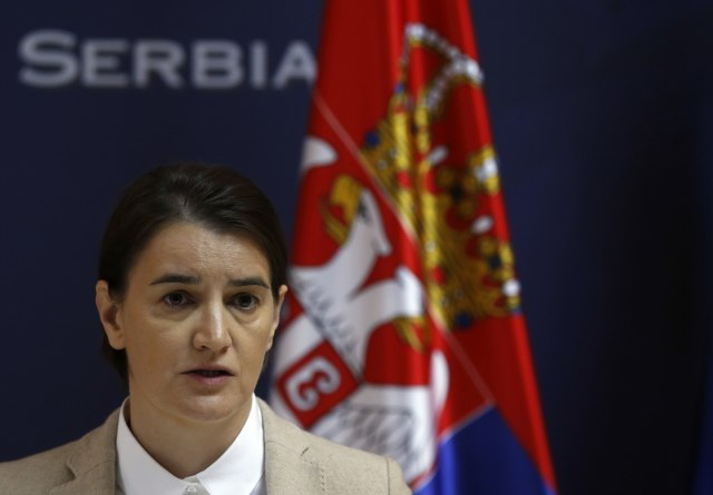 Brnabićeva: Ne puške i vojska, već obrazovanje i škola