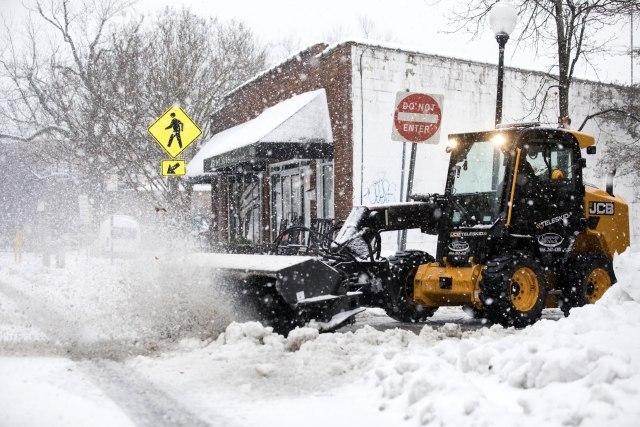 Snežna oluja u SAD, troje nastradalo FOTO/VIDEO
