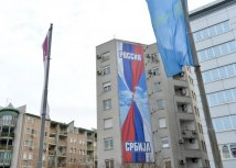 Ahead of Putin's visit, Belgrade is decorated with images of intertwined Serbian and Russian flags (Tanjug)