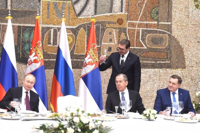 Srbija igra dvostruku igru