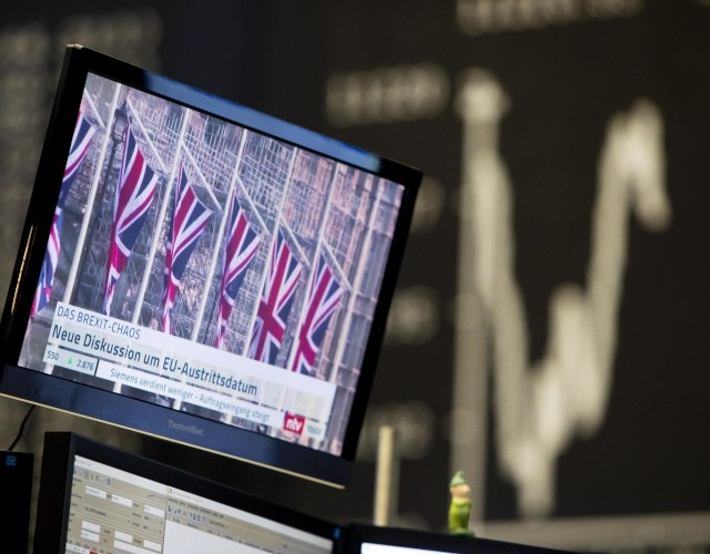 Brexit news on a TV screen with the curve of the German stock index DAX in background (Tanjug/AP)