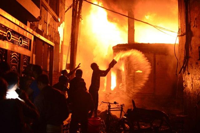 Veliki požar u Daki: Broje se mrtvi FOTO