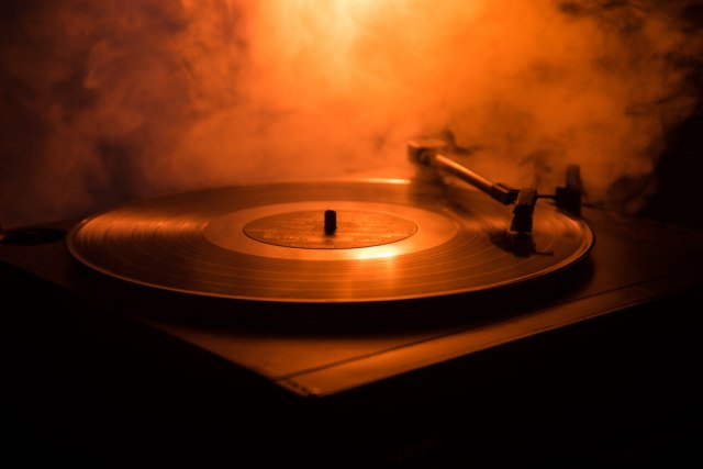 Ploča se vraća na velika vrata: Pucketavi zvuk odoleva vremenu