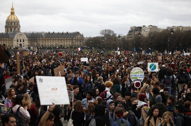Zašto su hiljade tinejdžera širom sveta izašle na ulice?