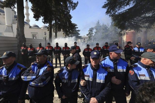 Image result for Novi sukobi policije i demonstranata u Tirani