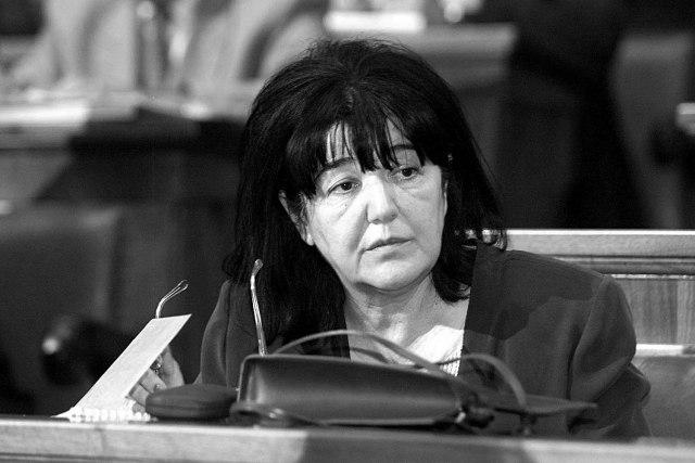 Polaganje urne Mire Marković bez prisustva njene dece