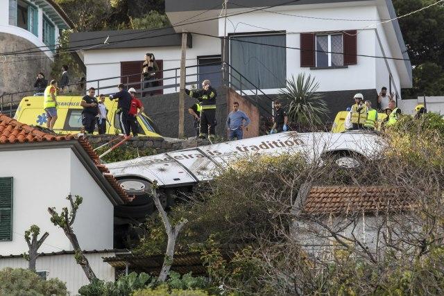 STRADALI NJEMAČKI TURISTI: U prevrtanju autobusa u Portugalu poginulo 28 osoba