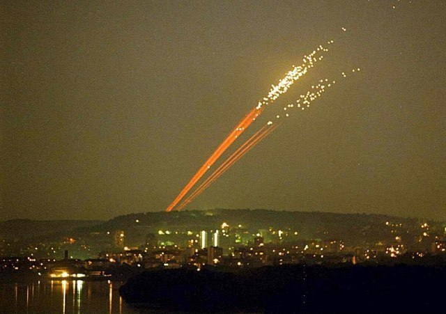 Air defense fire is seen in Serbia during NATO's attacks (EPA-EFE, file, illustration)