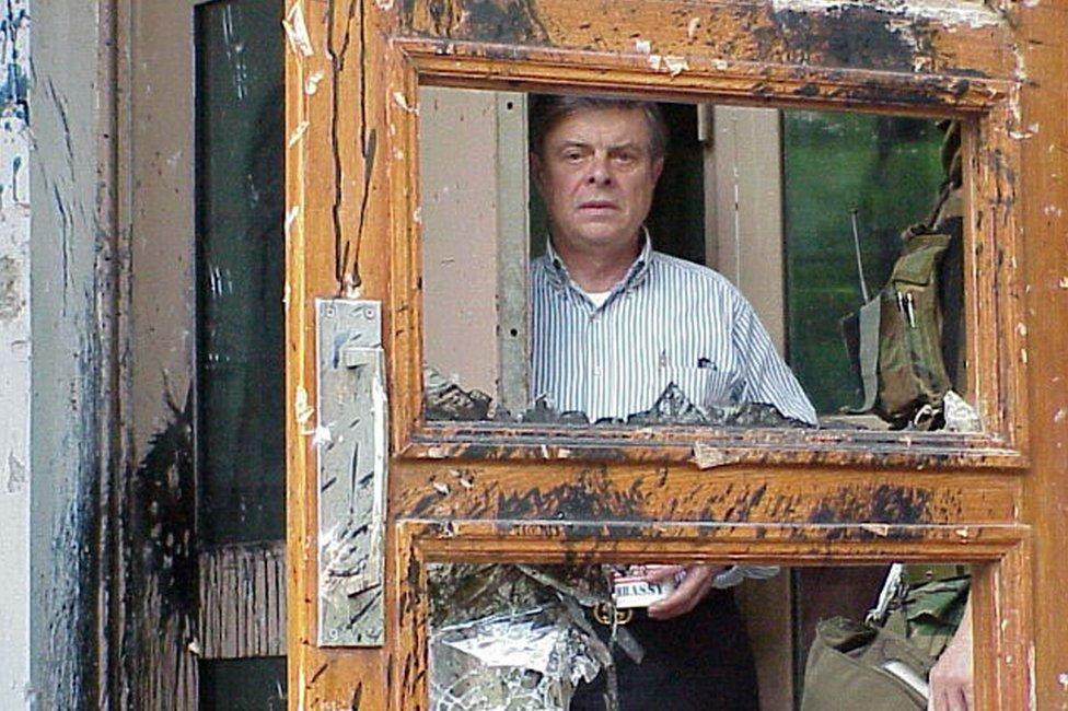 Američki ambasador Džejms Saser bio je zarobljen u ambasadi četiri dana dok su trajali protesti/Reuters