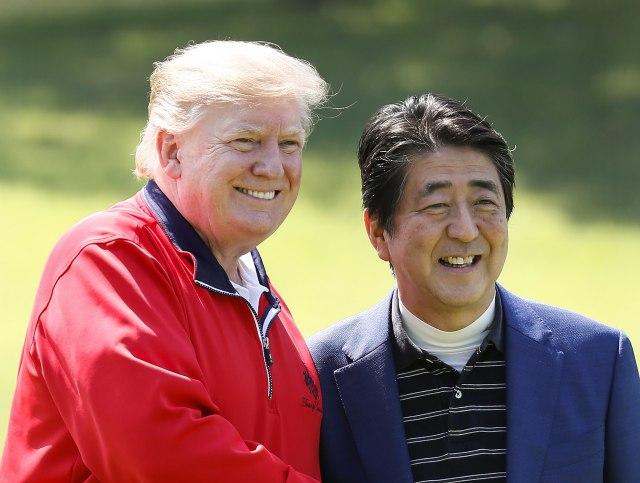 Golf diplomatija: Tramp i Abe odmerili snage FOTO