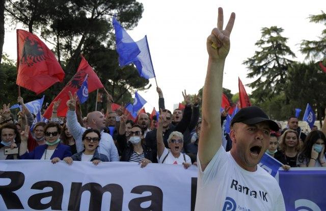 """Kritika usvojena: Posle apela EU i SAD održani """"manje nemirni"""" protesti u Tirani"""
