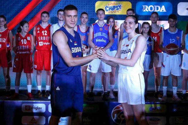 КСС представио нове дресове, Србија поново у плавом