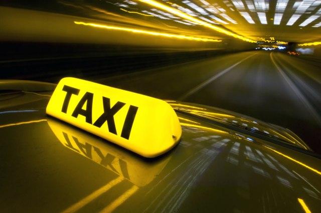 Grčka: Kazne za 20 taksista koji su lažirali taksimetre