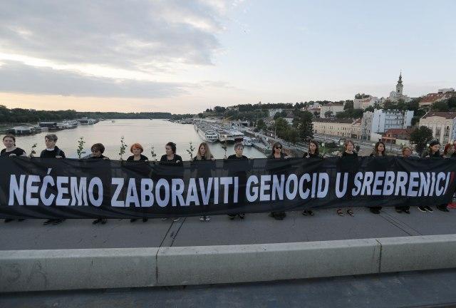 """Desničari upali u Kolarac na predstavu """"Srebrenica - Kad mi ubijeni ustanemo"""""""