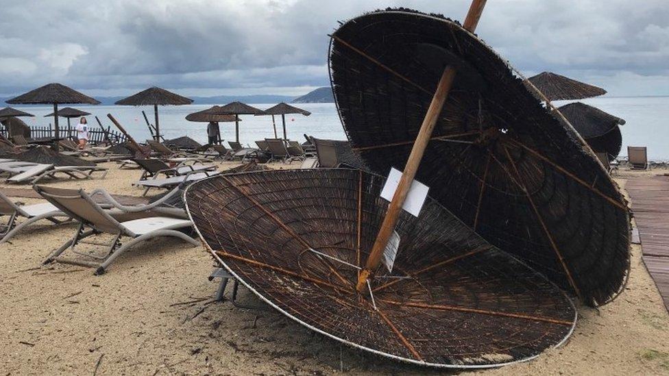 Plaža hotela Porto Karas na Halkidikiju nakon oluje/Reuters