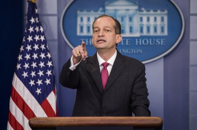 """Ministar rada SAD podneo ostavku: """"Mediji izvršili pritisak zbog afere Epštajn"""""""