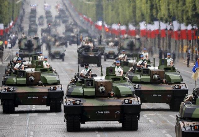 """Dan pada Bastilje: Demonstracija EU vojne saradnje uz zvuke """"Marseljeze"""" FOTO"""