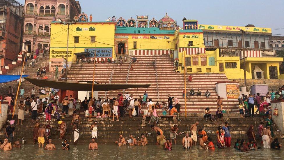 Indijski sveti grad Varanasi na obali reke Gang/Branka Babić Karajica