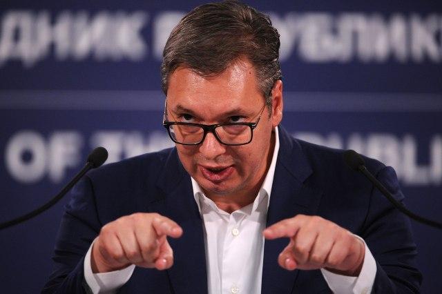 Vučić: Sledeći put će devojke biti u obezbeđenju, pa ako smeju neka tuku njih