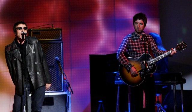"""""""Bili smo najvažnijih bend '90."""": Deceniju od raspada Oasisa, Galageri u nikad lošijim odnosima"""