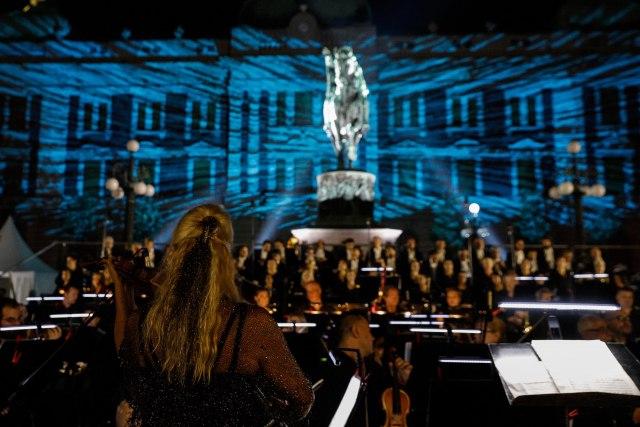 Spektakl na Trgu Republike: Opera, balet i akrobate nastupali na otvorenom (FOTO)