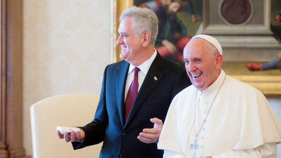 Srbija i Vatikan: Kosovo približava, poseta pape udaljava - B92