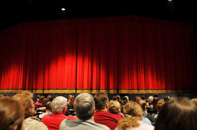 """""""U vreme kada tehnologija sve preuzima, važno je da očuvamo živi kontakt publike i glumaca"""""""