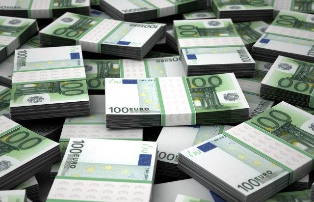 Na dnu ranca 54.000 neprijavljenih evra