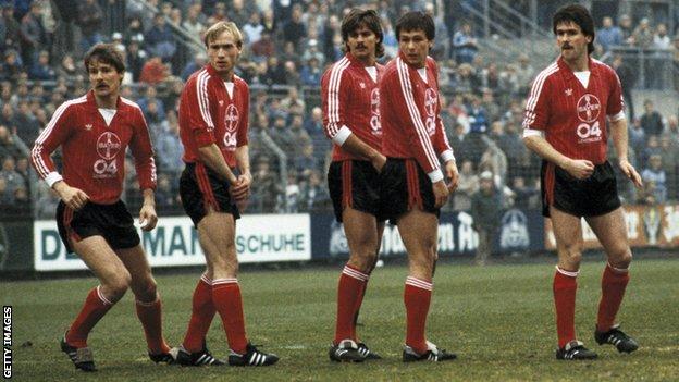 Šlegel (poslednji desno) i Gec (treće sa leve strane) u dresu Bajera iz Leverkuzena, sezona 1984/85/Getty Images